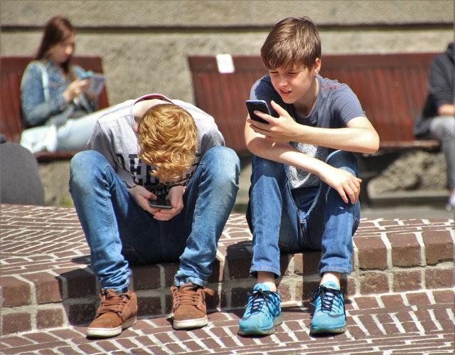 teenagers using celphones